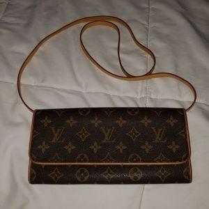 100% Auth Louis Vuitton pochette twin